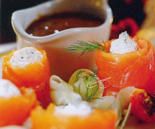 Закуска с красной рыбой и сыром