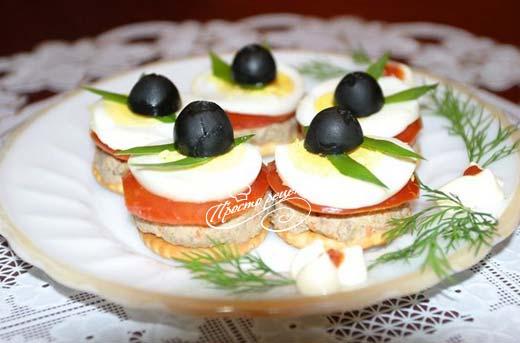Канапе с оливками и паштетом