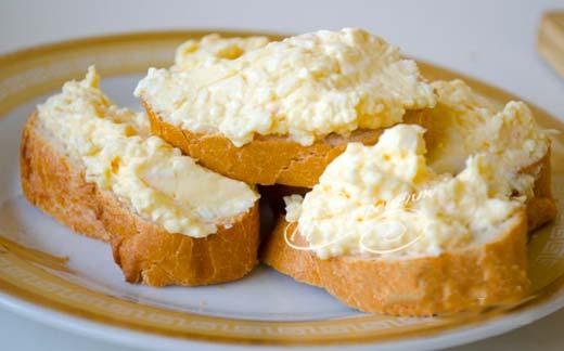 Плавленый сыр с чесноком и майонезом