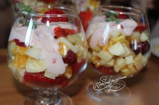 Салат с клубникой Фруктовый праздник