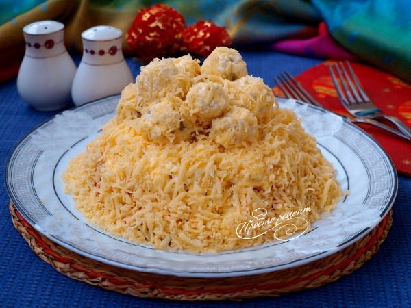 Салат Рафаэлло с курицей и грибами