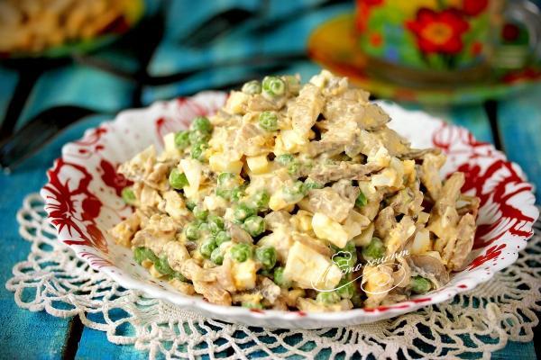 Салат грибной с курицей
