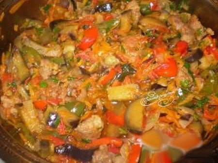 Говядина ароматная с овощами