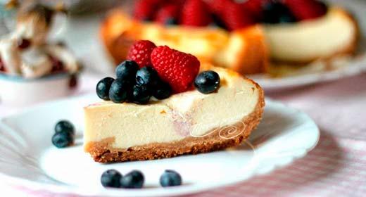 Творожный чизкейк с ягодами в мультиварке
