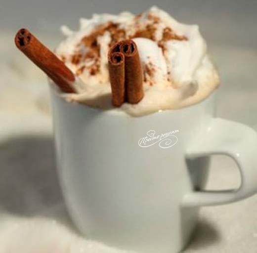 Какао с корицей и сливками