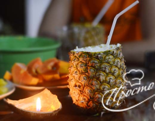Безалкогольная «Пина Колада» в ананасе