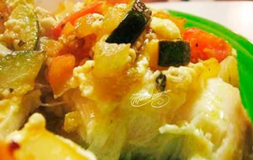 Палтус, запеченный с овощами