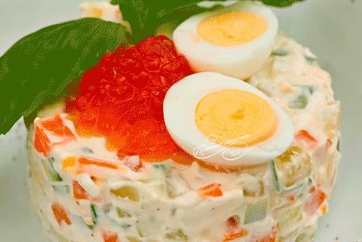 Салат Оливье с креветками и красной икрой