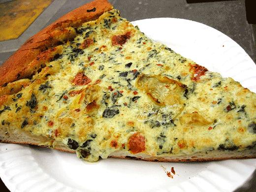 Пицца с артишоками и чесноком