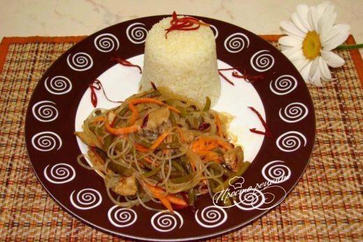 Салат Фунчоза с мясом и чесночными стрелками