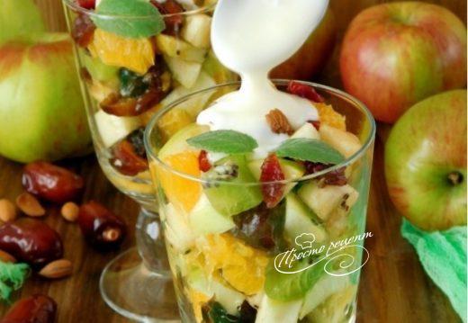 Фруктовый салат с финиками и орехами