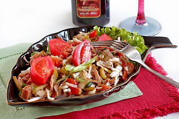 Грузинський салат з куркою