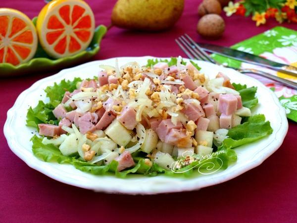 Салат с ветчиной и грушей