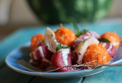 Салат из арбуза с морковно-творожными шариками