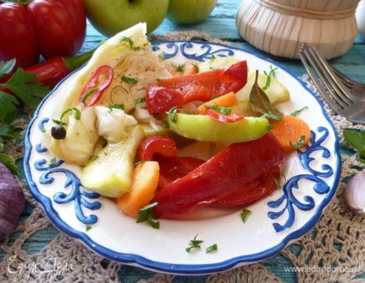 Овощи, маринованные с яблоком и корицей