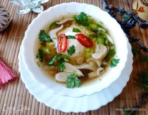«Тамаго тодзи» (прозрачный суп с грибами)