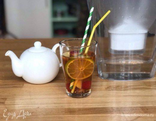 Холодный чай с малиной и лимоном