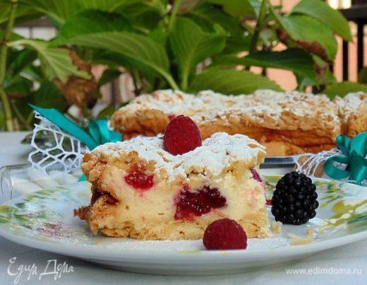 Летний пирог с ягодами и пудингом
