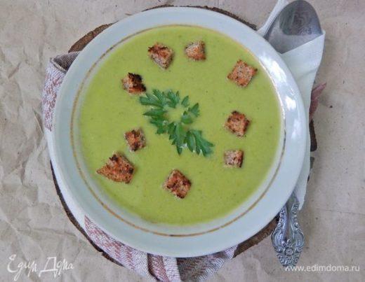 Крем-суп с зеленым горошком и сухариками