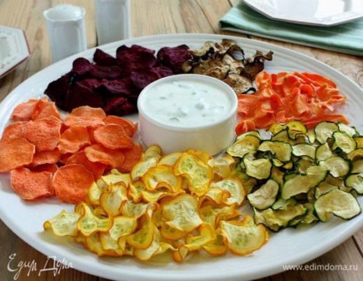Овощные чипсы с дипом