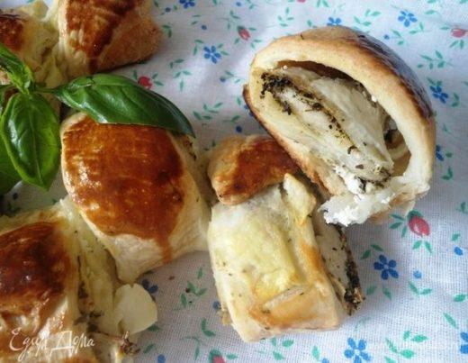 Пирог-ролл с цукини и базиликом