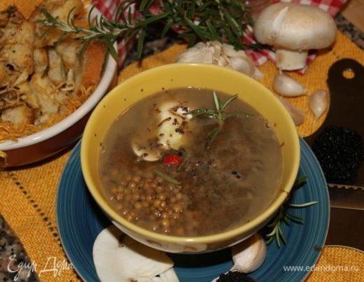 Итальянский суп из чечевицы с черным трюфелем