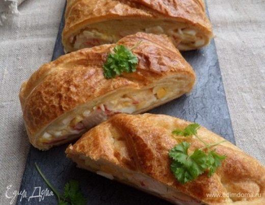 Пирог с крабовым мясом, яйцом и сыром