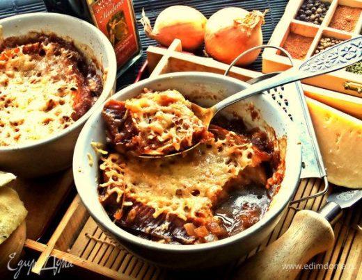 Луковый суп с сырно-чесночными гренками