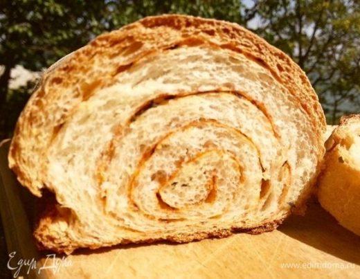 Хлеб с паприкой и базиликом