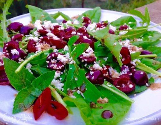 Салат с черешней и фетой