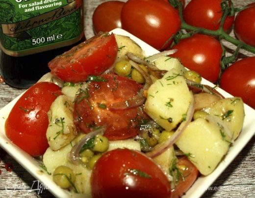 Картофельный салат с помидорами и укропом