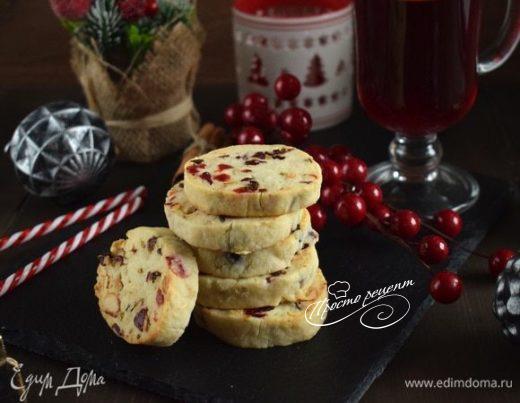 Печенье с орехами и вялеными ягодами