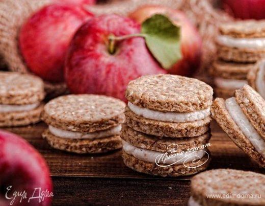 Яблочные печенья с отрубями, кунжутом и творожным кремом