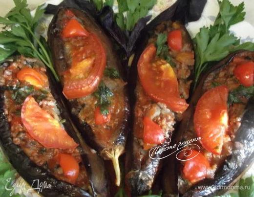 Баклажаны-лодочки, запеченные с фаршем и овощами