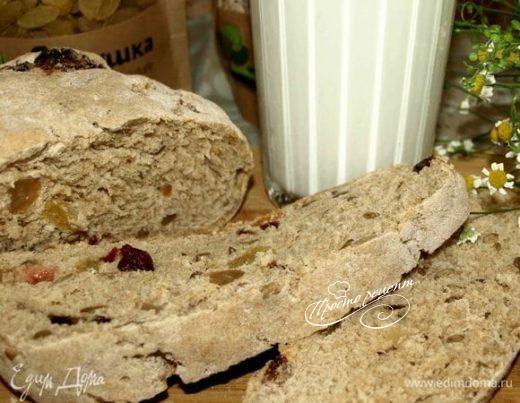 Спельтовый хлеб с изюмом, клюквой и семенами подсолнечника