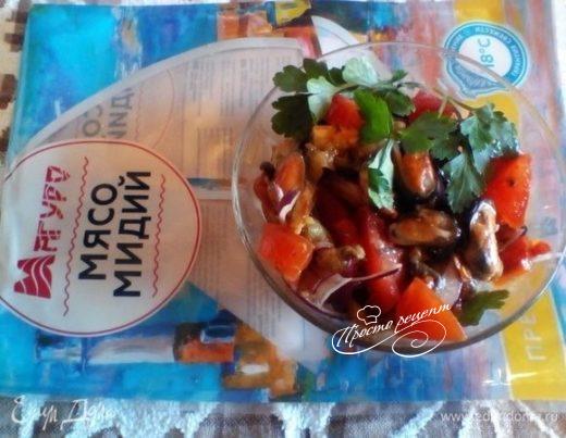 Теплый крымский салат с мидиями
