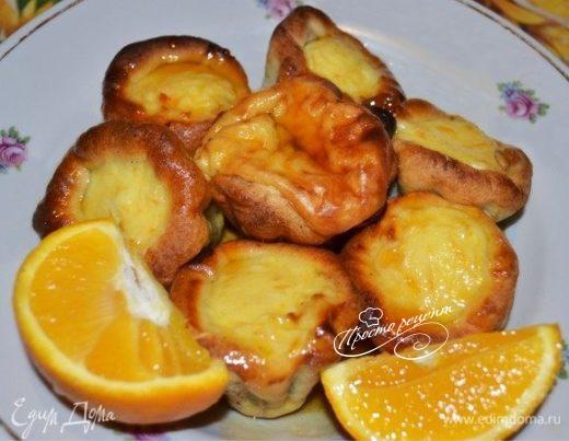 Пирожные из слоеного теста с апельсиновым суфле и карамелью