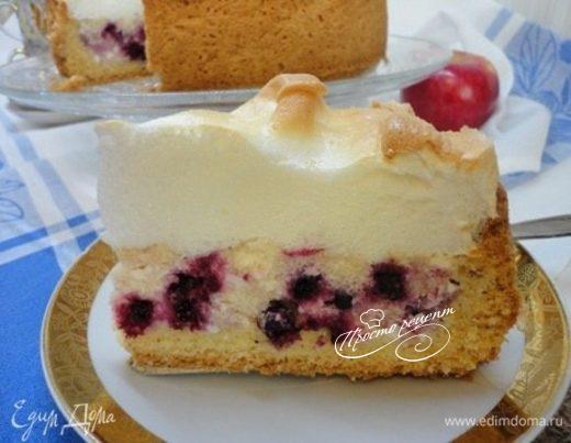 Творожный пирог со смородиной и меренгой