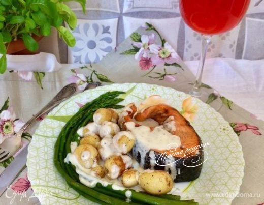 Семга с овощами под сливочно-горчичным соусом