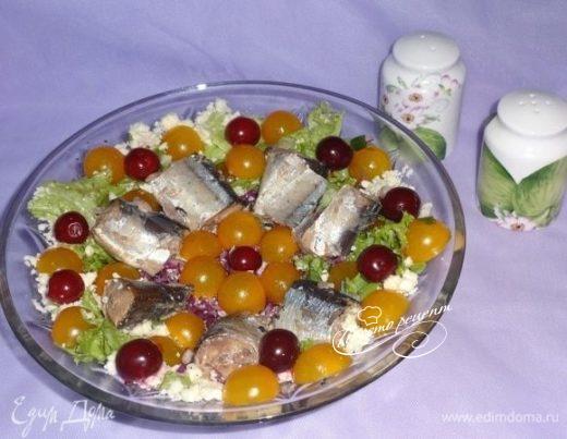 Овощной салат с сайрой и брынзой