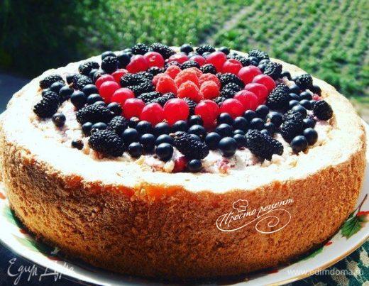 Бисквитный пирог «Ягодная корзинка»