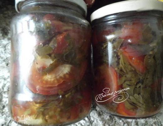 Свежий салат из помидоров с петрушкой