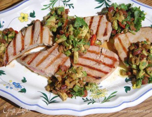 Стейки из тунца под оливковым соусом