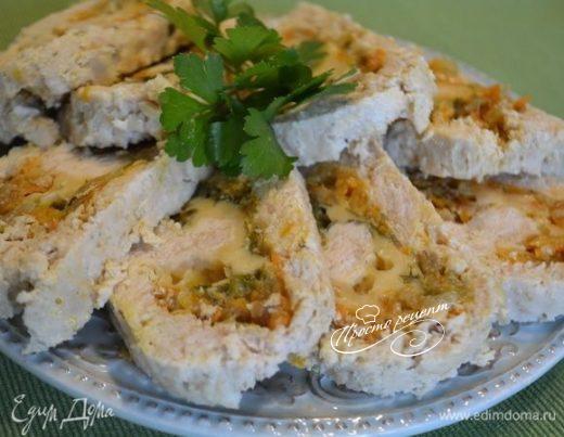 Куриный рулет с овощами и сыром