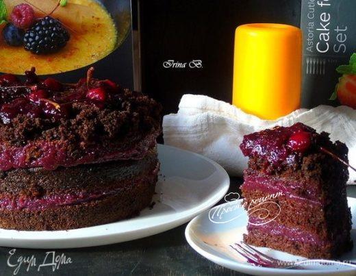 Шоколадный постный торт с замороженной вишней