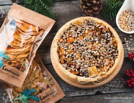 Песочный тарт с тропическими фруктами и орехами