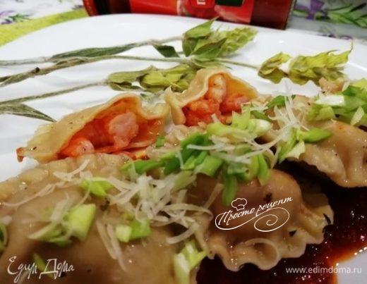 Равиоли с креветками и томатным соусом