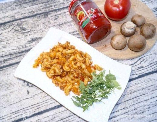 Паста с фаршем и овощным соусом