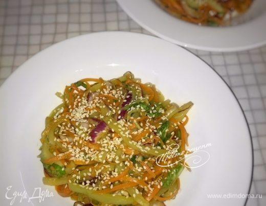 Теплый овощной салат в азиатском стиле