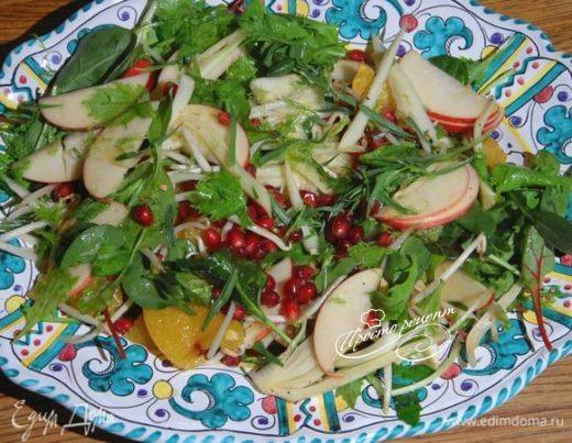Зеленый салат с фенхелем, яблоком и соевыми ростками
